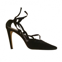 Yves Saint Laurent Court shoes