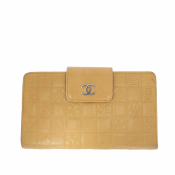 Chanel wallet in beige leather