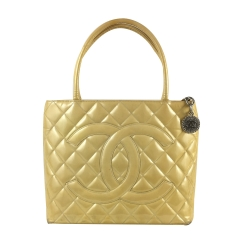 Chanel Medaillon Tasche Lackleder