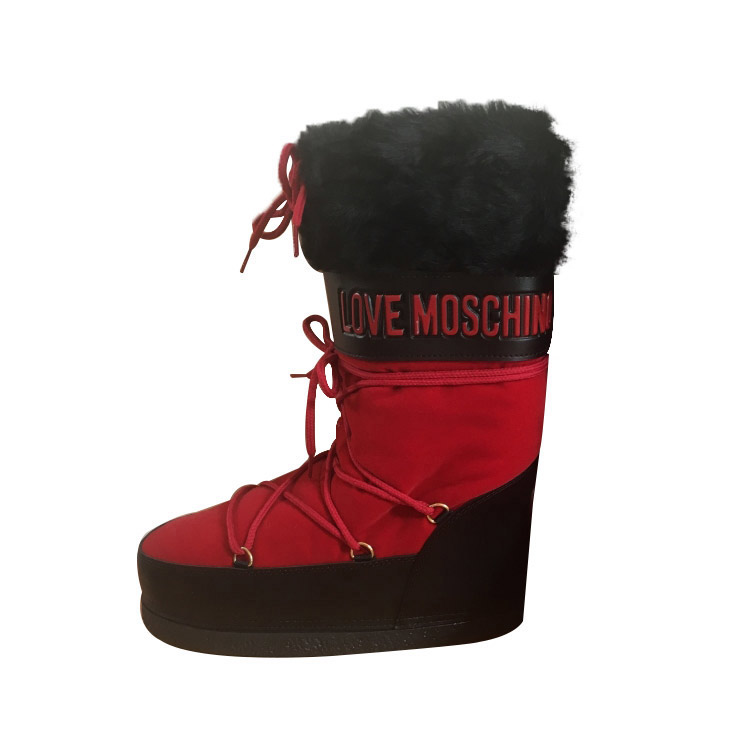 db8d59f89be94 Moschino Love - Moon boots   MyPrivateDressing vide dressing suisse ...