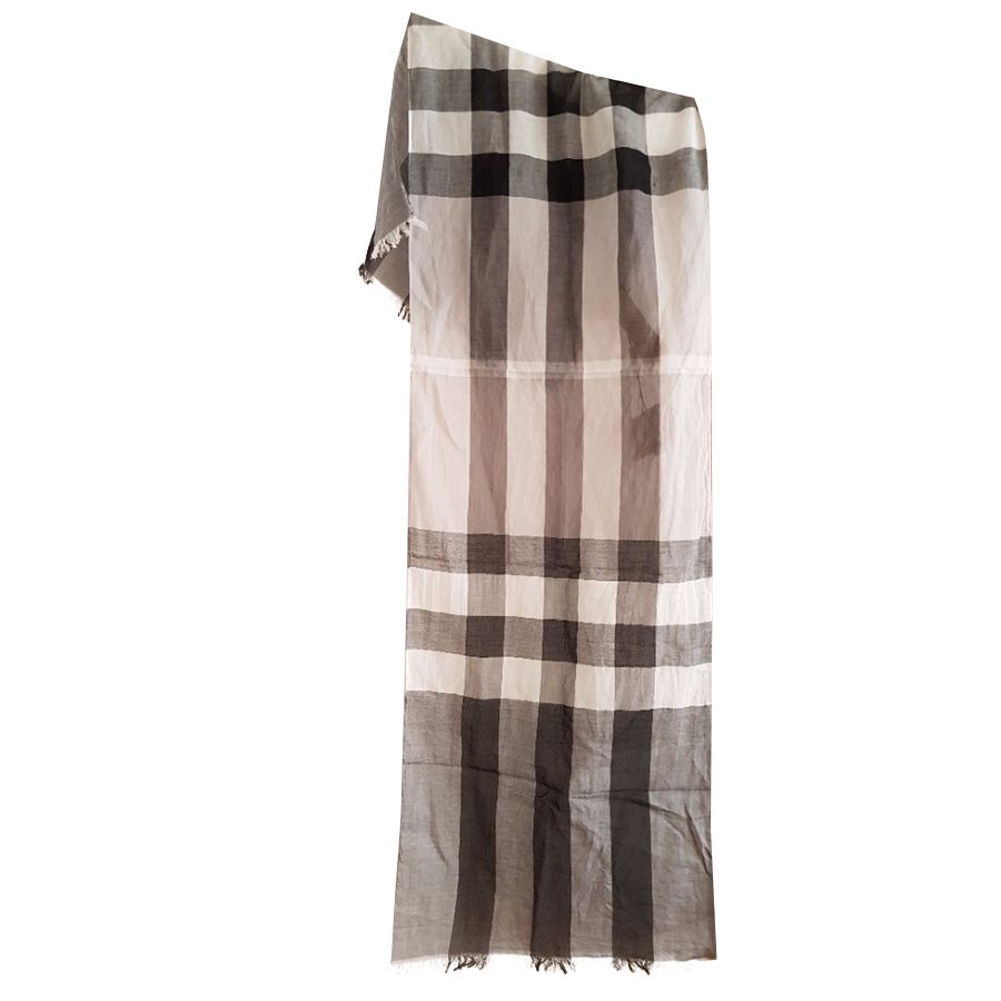 Burberry - Foulard   MyPrivateDressing vide dressing suisse luxe ... 185c614a0d0