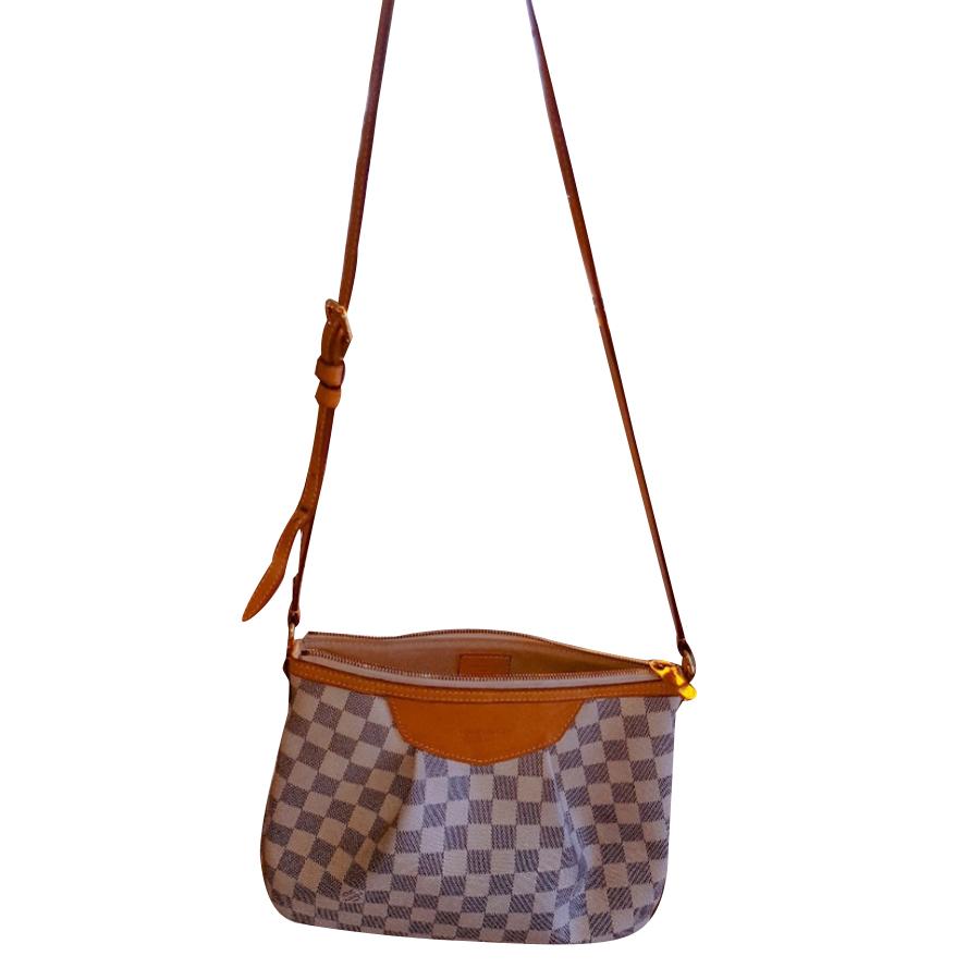 f3a78501566a1 Louis Vuitton - Shoulder Bag