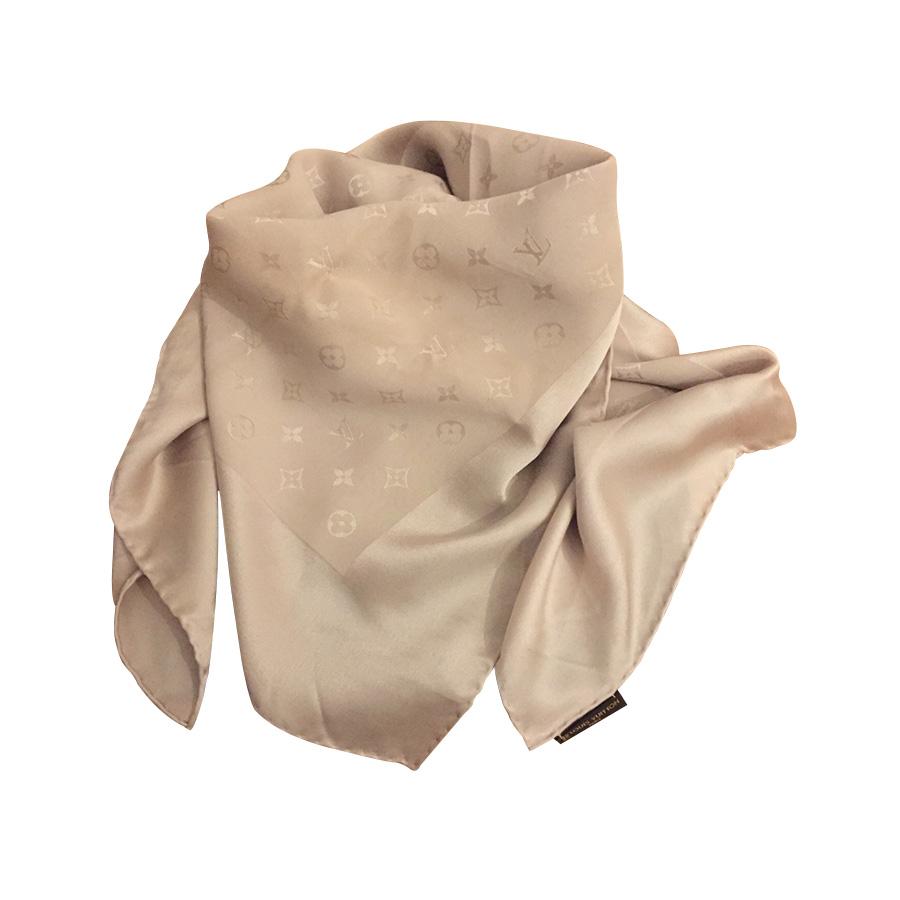 Louis Vuitton - Foulard   MyPrivateDressing vide dressing suisse ... 8aec67733a7