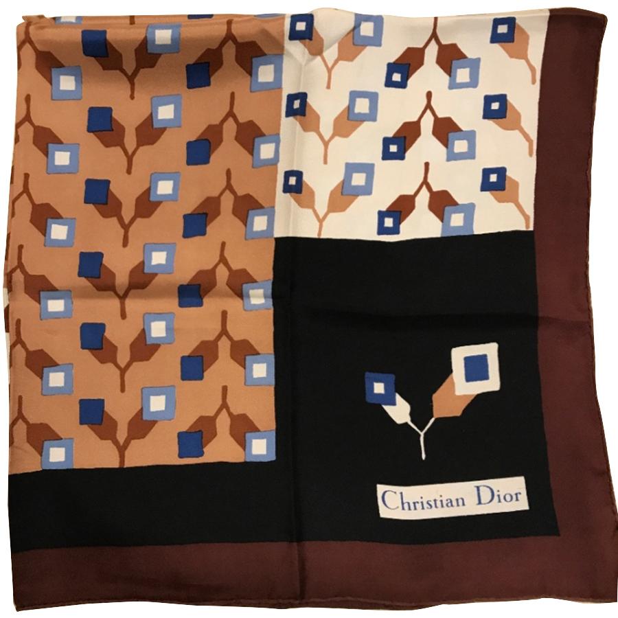 Christian Dior - Carré en soie   MyPrivateDressing vide dressing ... 3ddc69890fe