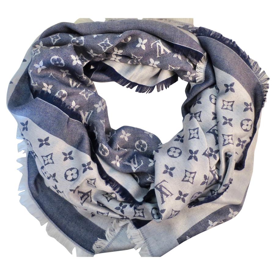 e3f16825cea Louis Vuitton - Foulard   MyPrivateDressing vide dressing suisse ...