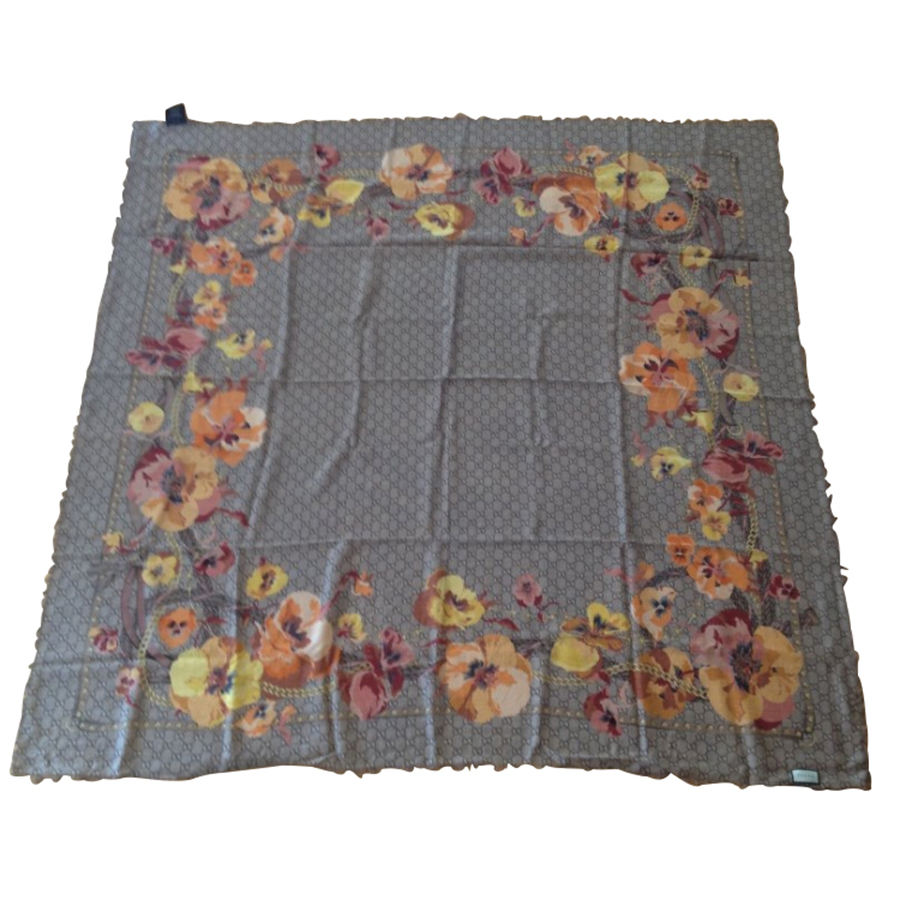 Gucci - Foulard   MyPrivateDressing vide dressing suisse luxe online ... c83ae7a1ed6