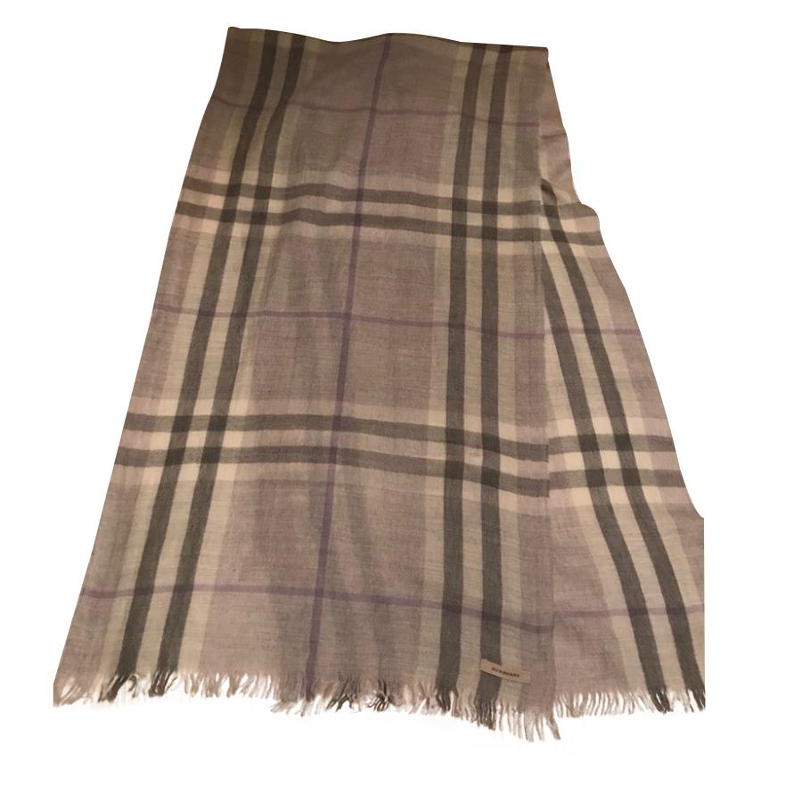Burberry - Foulard   MyPrivateDressing vide dressing suisse luxe ... 977f785d88d
