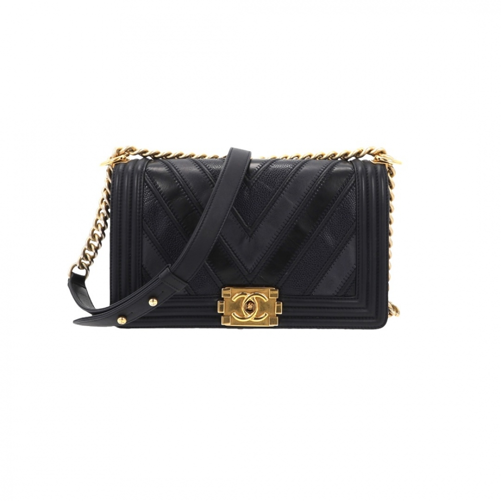 8c4287acf0d2 Chanel - Black Chevron Medium Boy Bag : MyPrivateDressing. Buy and ...