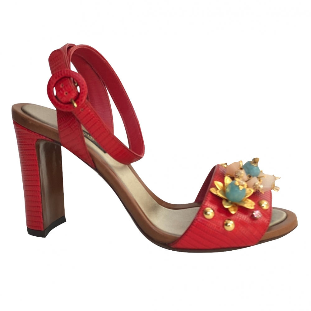 Dolce & Gabbana pumps with red ornaments