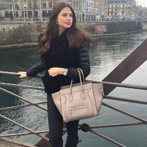 6ee7d9dd07d862 VeraMa   MyPrivateDressing vide dressing suisse luxe online. Achetez ...